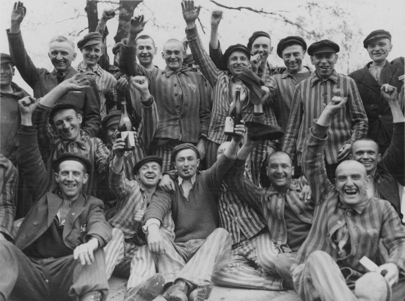 Освобожденные заключенные концлагеря Дахау