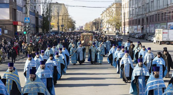 В крестном ходе с Казанской иконой Божией Матери приняли участие около восьми тысяч человек