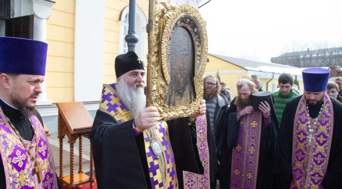 В Саратове и Покровске прошел автомобильный крестный ход со святынями Саратовской митрополии